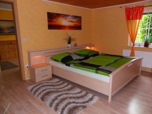 Erstes Schlafzimmer mit Kleiderschrank,Verdunkelungrollos Bild 1