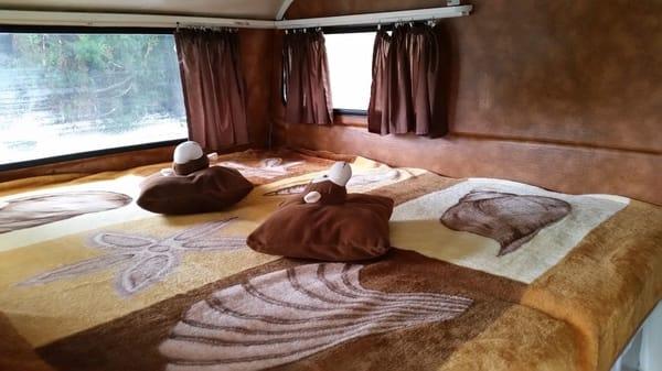 Wohnwagen nur für die Übernachtung von max 2 Kindern mit Bett 180 x 200 , Sat  TV  und DVD