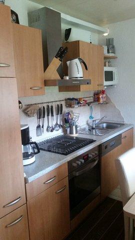 Küche mit Spülmaschine, Herd , Mikrowelle, Kaffeemaschine ect.