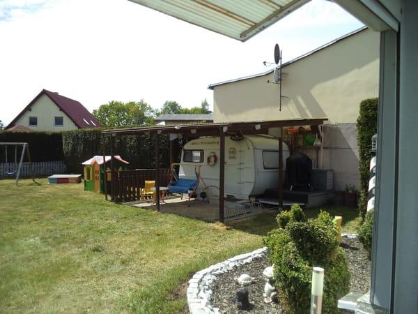 Wohnwagen mit Doppelbett 1,80 x 1,90 , Sat-TV , Radio