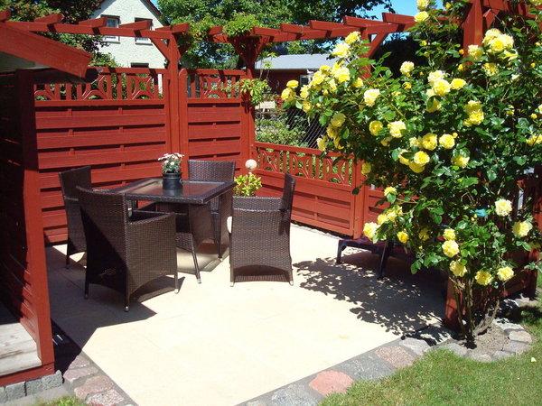 Terrasse im Garten mit Grillmöglichkeit