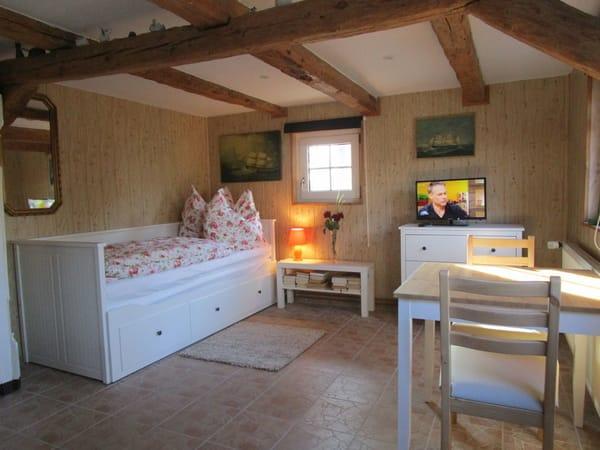 Kinderzimmer mit 2 IKEA Betten zum ausziehen