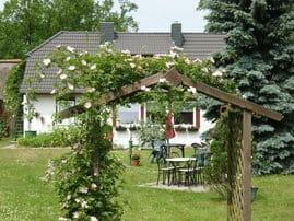 Garten mit Grill und Sitzecke