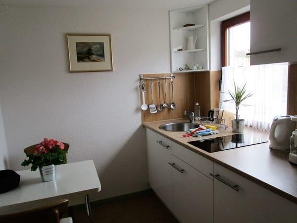 Küche mit 2 Sitzplätze,Ceranherd,Kühlschrank