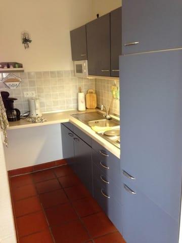 Blick von der Essecke in die Küche