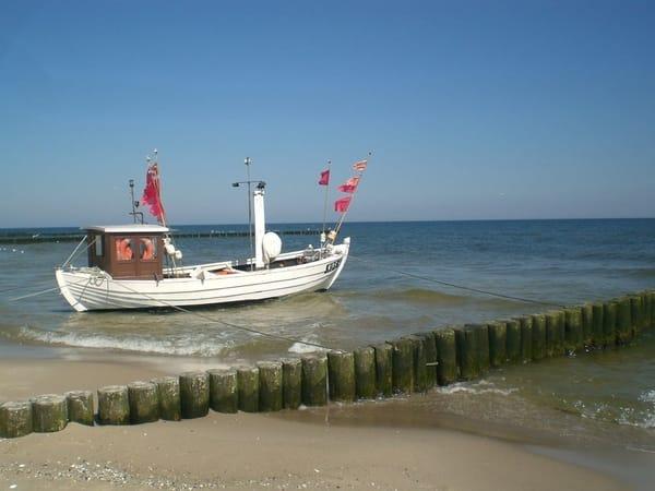 Fischkutter am Strand von Koserow