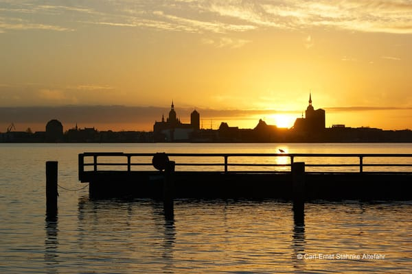 Ansicht der Hansestadt Stralsund am Abend