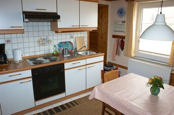 Komplette Küchenzeile mit Kühlschrank