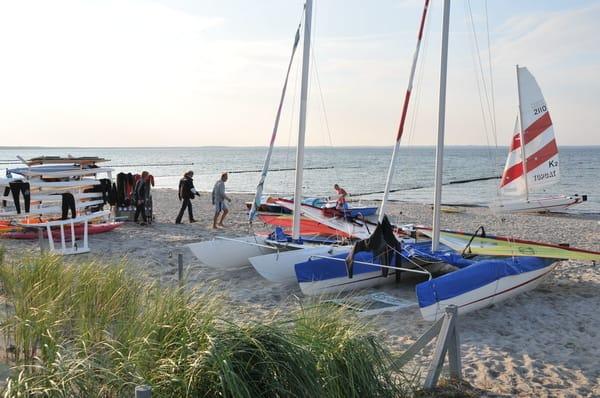 Segelschule am Strand von Glowe