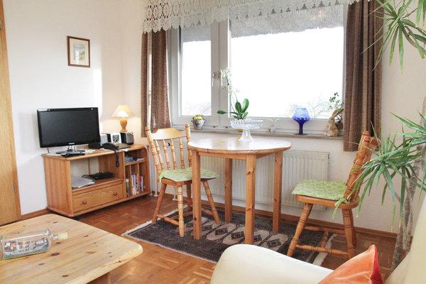 Wohnzimmer mit Eßecke und Boddenblick