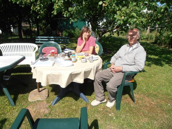 Erholung beim Früstück im Garten mit Blibk auf den Bodden