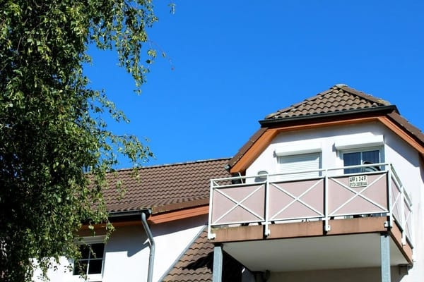 """Auf Ihrem Balkon kann Sie niemand beobachten, wenn Sie sich """"ohne""""sonnen"""