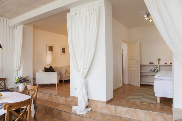 rechts das kleine Schlafzimmer welches mittels Vorhang abgetrennt werden kann....