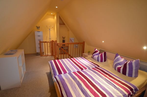 Schlafzimmer 2 mit großen Doppelbett für Ihre Kinder oder natürlich auch Freunde