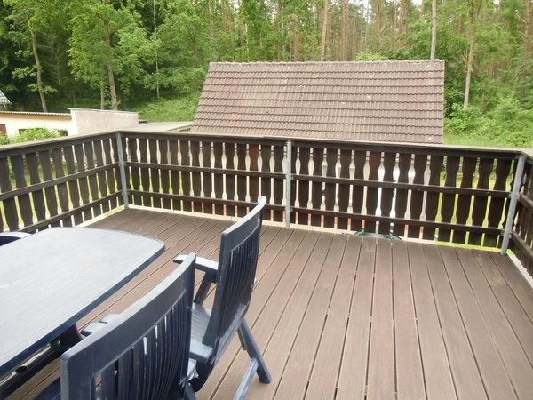 Balkon(ca. 20 qm) mit Gartenmöbel , Südseite Blick zum Wald