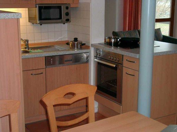 Küchenzeile mit Backofen und Ceran Kochfeld