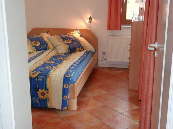 Französisches Bett im Gästezimmer