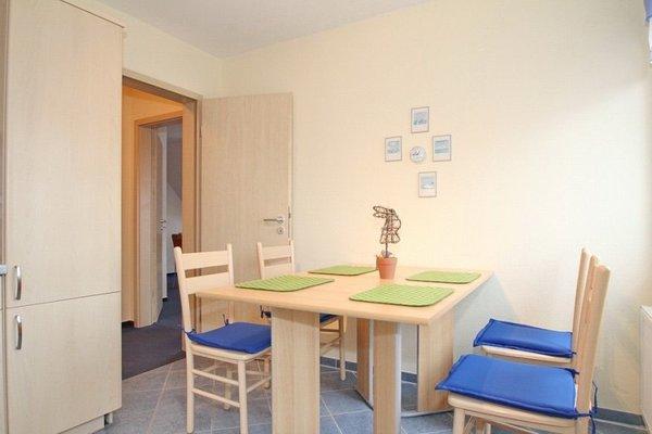 Ein gemütlicher Essplatz in der großen Küche mit Blick auf die Ostsee !