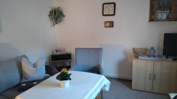 Eine Aufbettung ist hier im Wohnzimmer möglich. Es ist eine NICHTRAUCHER - Wohnung.