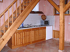 Küche mit Kühlschrank, Geschirr etc.