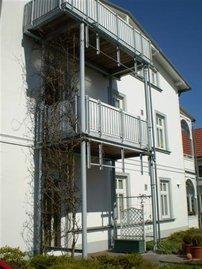 Die Wohnung mit Balkon liegt in der 1. Etage