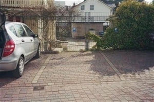 dieser Parkplatz gehört zur Wohnung 'Altefähr'