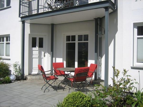 Wohnungseingang mit Sitzbereich