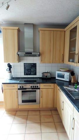 Große Küche mit Sitzgelegenheit / Eckbank für 6 Personen