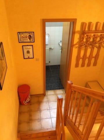 Eingang zur Dusche und Garderobe