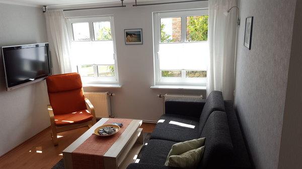 Gemütliches Wohnzimmer mit Flachbildfernseher und Stereoanlage, WLAN Zugang kostenfrei vorhanden