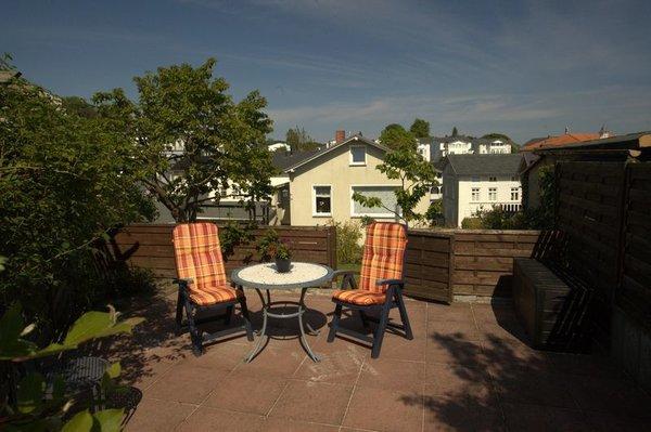 Terrasse am Hausgarten mit Blick in die Altstadt