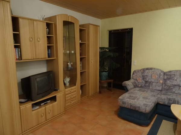 Wohnzimmer mit ausziehbarer Schlafcouch, Sat-TV, WLAN, Ausgang zur Terrasse
