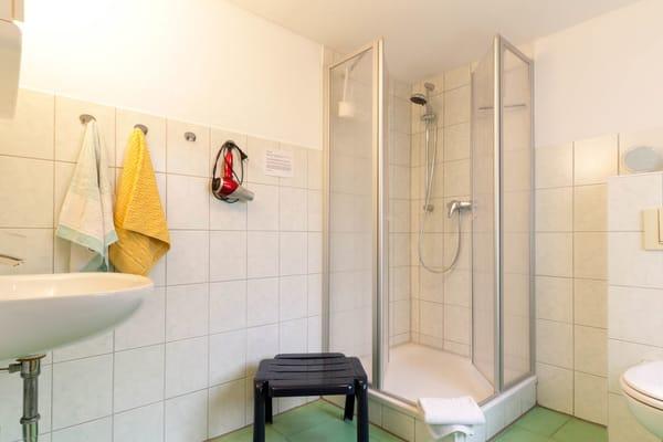 Bad mit Dusche & WC, Föhn