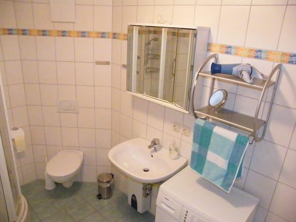 Dusche, Badewanne, Waschmaschine