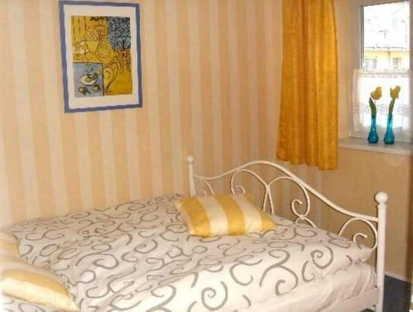 Kleines Schlafzimmer; Doppelbett