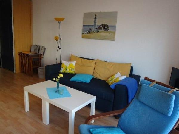 Wohnbereich mit Sofa - Doppelbett - Kombination