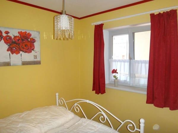 Schlafzimmer mit Doppelbett 160x200 (geteilte Matratze)
