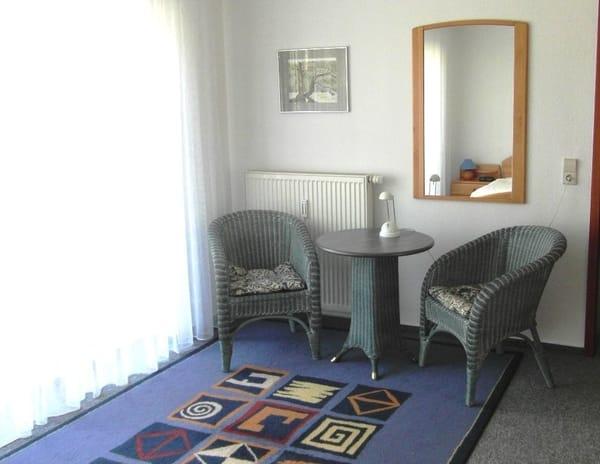 Kleine Sitzgruppe im Schlafzimmer