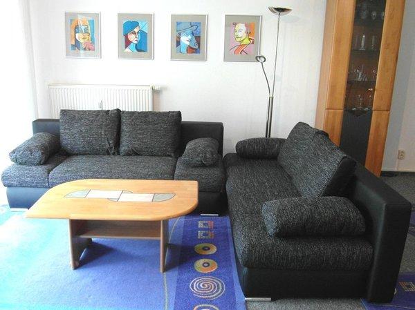 Wohnzimmer mit Sitzgruppe / Doppelbettcouch