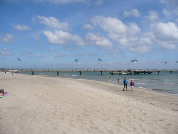 Der Strand und die Seebrücke von Dahme. Unsere FEWOS sind nur ca. 500 m vom Strand entfernt.