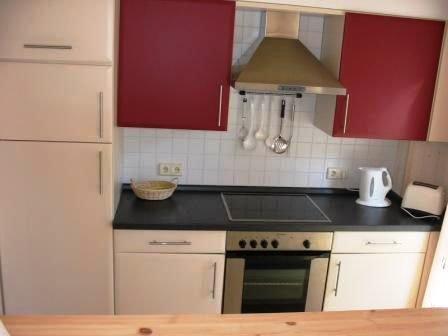 Küche links - über die Theke zum Esszimmer fotografiert