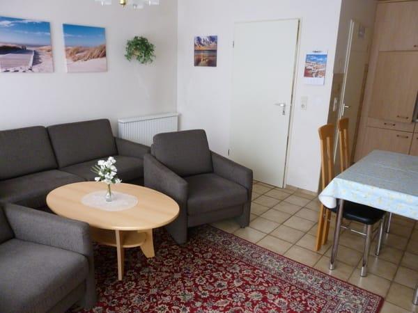 Wohnzimmer mit neuer Sofagarnitur.