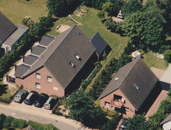 Die Ferienwohnung mit Balkon befindet sich im 1. Stk. im rechten Haus
