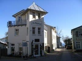 Villa Am Steinbach mit eigener Kunstgalerie, Blick zur Ostsee, links oben Dachterrasse App. 3