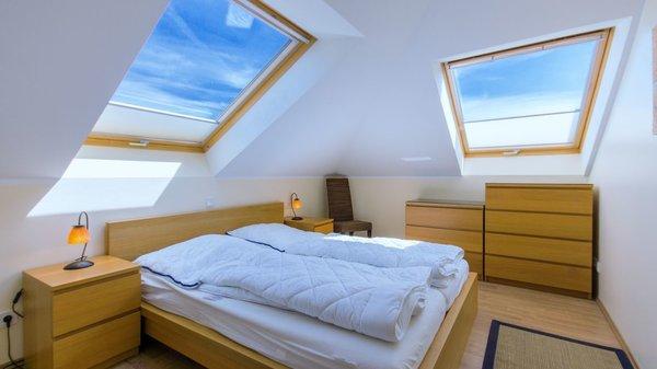 2. Schlafzimmer 160x200 Bett mit Kommode und Schrank
