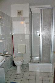 Dusche im Badezimmer
