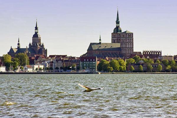 Hansestadt Stralsund, nur 10 km von Gustow entfernt
