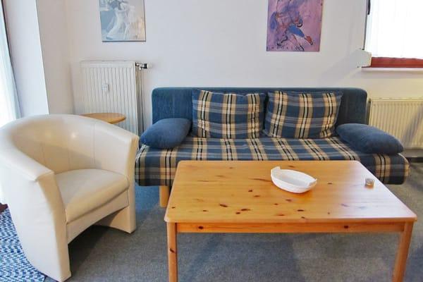 Sitzecke mit ausziehbarer Sitzcouch