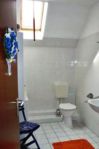 und WC