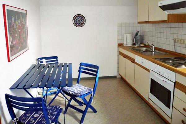 Küche mit Küchen-Essplatz